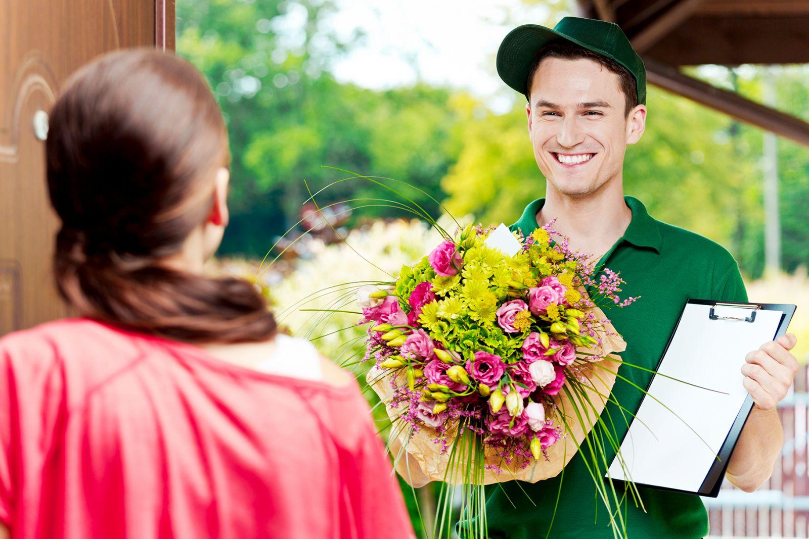dịch vụ chuyển phát điện hoa Chuyển Phát Nhanh